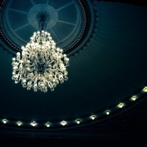 Moving a chandelier – tips and tricks