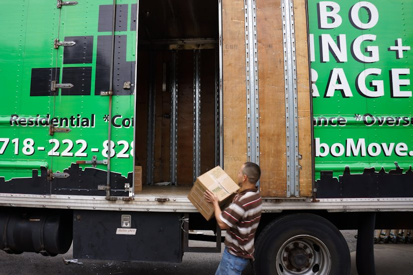 Utter devotion with minimal expenses - cheap moving companies NYC with its finest representative - Dumbo Moving and Storage!