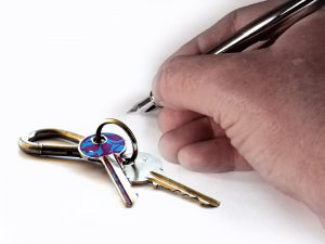 signing a lease after NYC apartment inspection