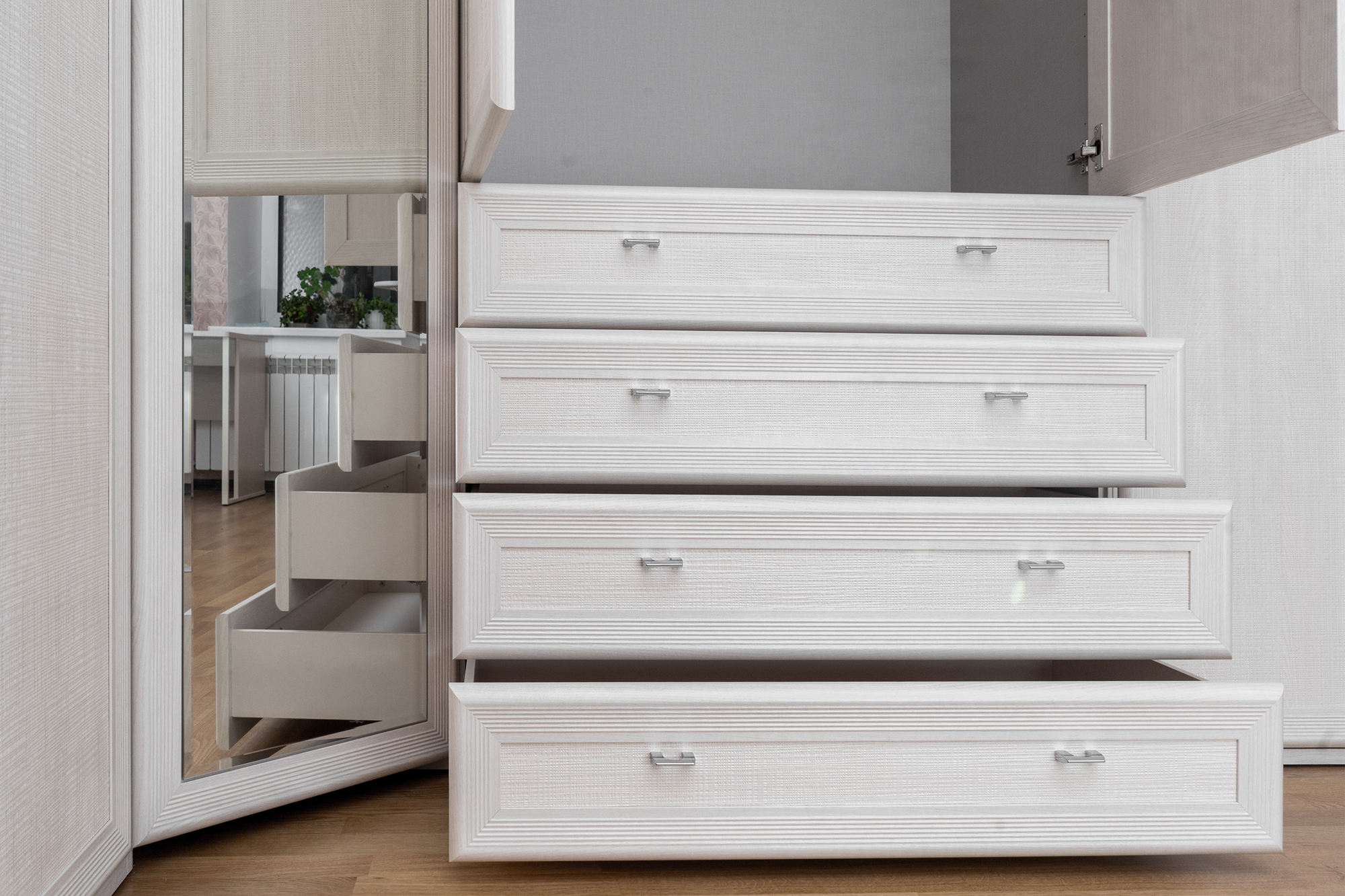 Keep Drawers Empty for Your Move