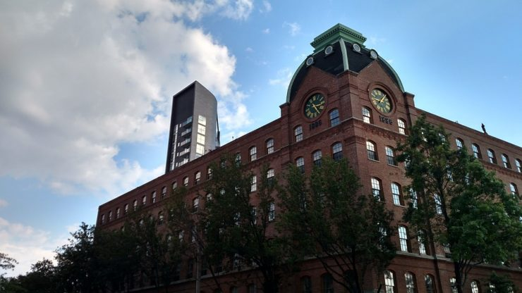 a building in Queens - one of the top NYC neighborhoods for singles